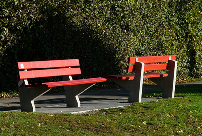 image of benches facing opposite directions suggesting mediation can align the interests of parties